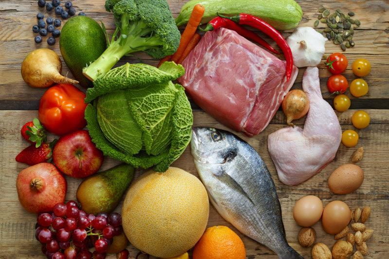Οι τροφές που δεν είναι μέρος της Paleo Diet είναι γαλακτοκομικά προϊόντα, σπόροι δημητριακών, όσπρια, κρυσταλλική ζάχαρη, επεξεργασμένα φαγητά και θα πρέπει αυστηρά να μην τα τρώτε, αν φυσικά υιοθετήσετε την παραπάνω δίαιτα.