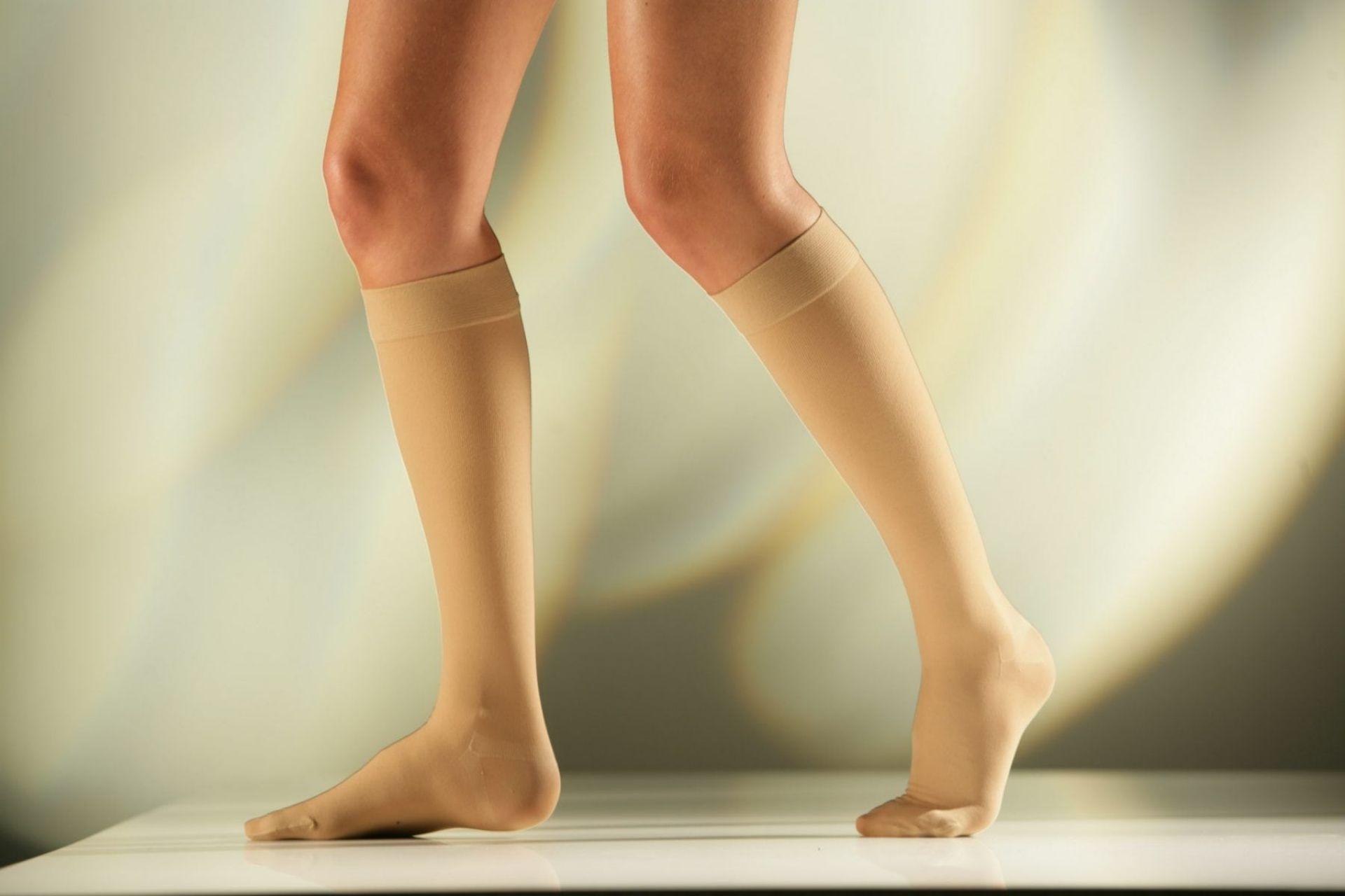 Η συμπίεση διευκολύνει την επιστροφή του αίματος από τις φλέβες, μειώνει τη φλεβική πίεση και τη διαστολή των φλεβών, εμποδίζει τη στάση του αίματος στις φλέβες και την καταστροφή των φλεβικών τοιχωμάτων.