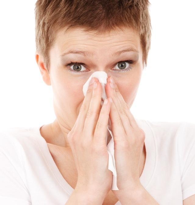 Το φθινόπωρο έχει μπει για τα καλά και μαζί με το δροσερό αεράκι και τα πρωτοβρόχια καλωσορίζουμε και ένα ακόμη φαινόμενο της εποχής: τη γρίπη.