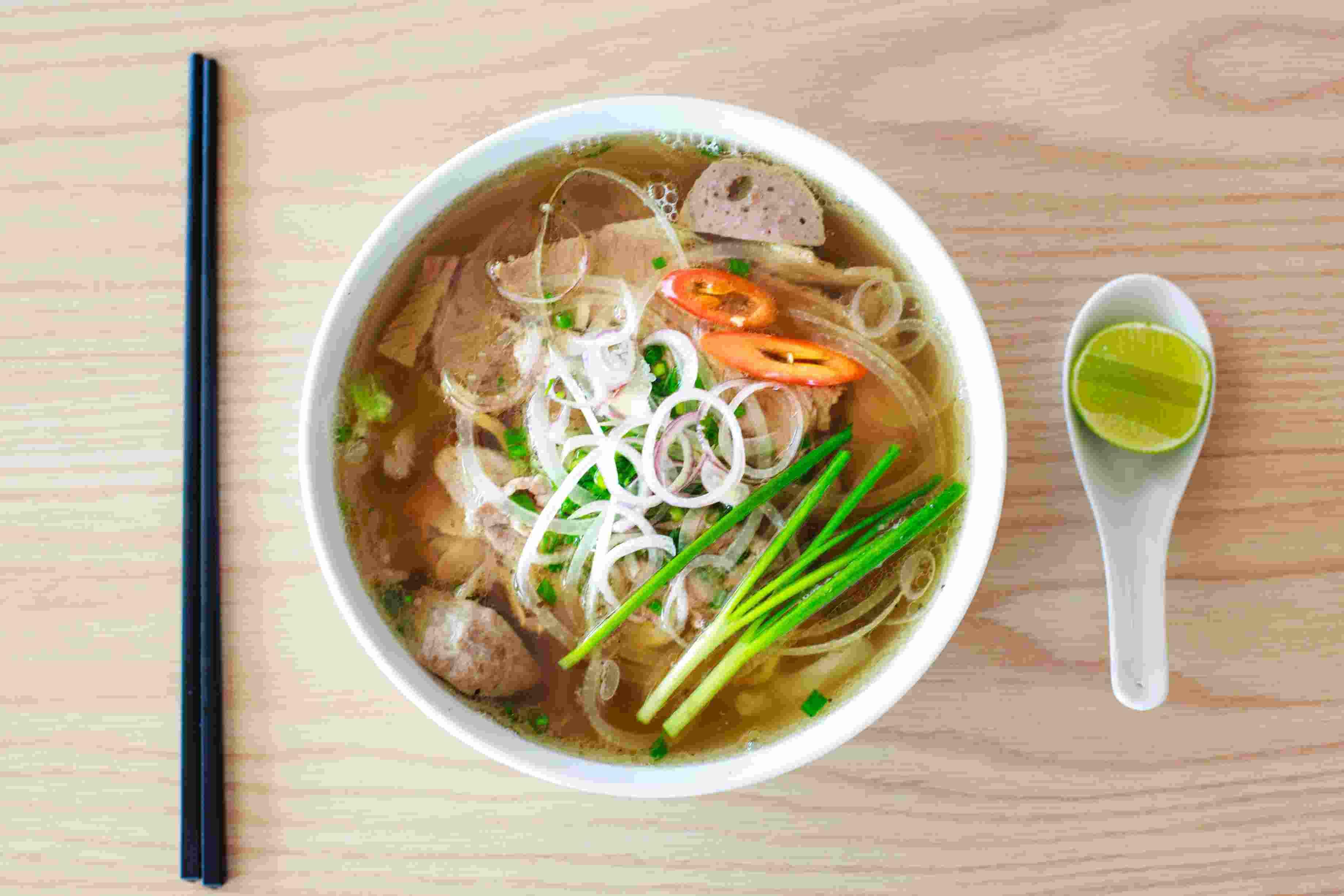 Η σούπα, εκτός από το ότι είναι ένα πολύ νόστιμο φαγητό, περιέχει ζωμό και αλάτι που βοηθούν να παραμένει ενυδατωμένος ο οργανισμός και να αναπληρώνεται το νάτριο σε αυτόν.