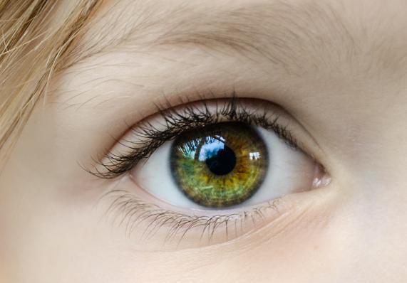 Αν αρχίσετε να βλέπετε κάποια χρώματα πιο ξέθωρα σε βαθμό που να σας ενοχλεί, πρέπει να εξεταστείτε για παθήσεις των ματιών.