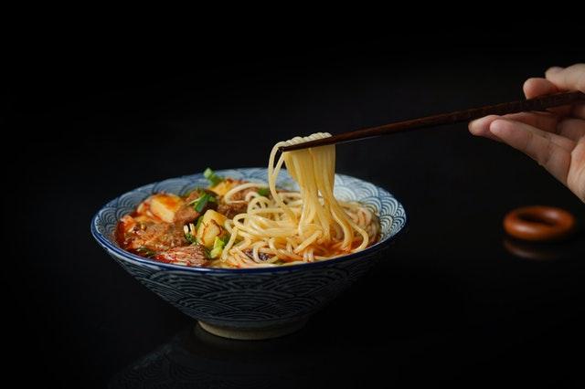 Οτιδήποτε πολύ αλμυρό, όπως είναι συνήθως τα πιάτα της κινέζικης κουζίνας δεν είναι καλή επιλογή για το τελευταίο γεύμα της ημέρας.