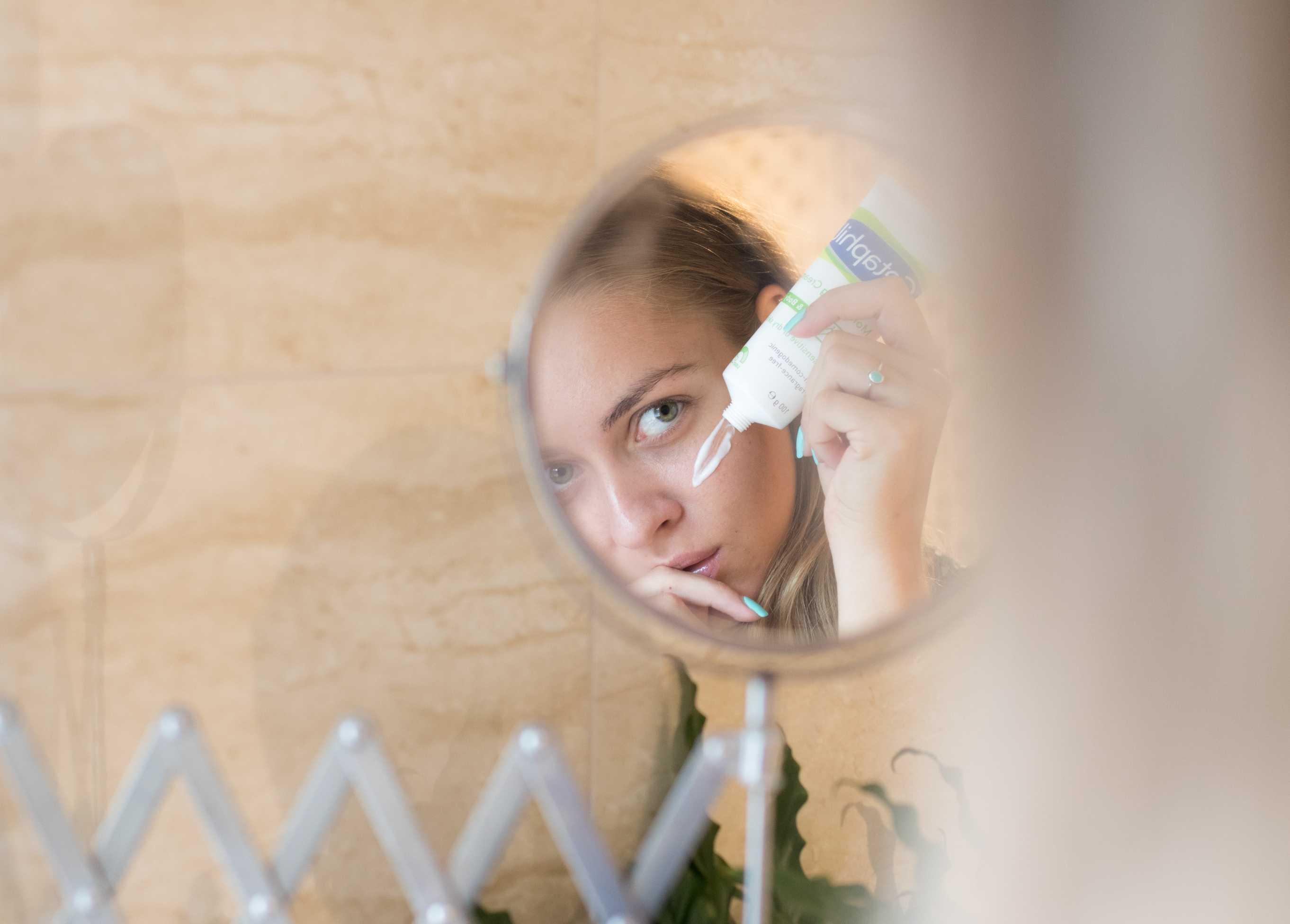 Ένα απαλό, ενυδατικό toner λειτουργεί ως καταπραϋντικό μετά τον καθαρισμό του προσώπου σας.