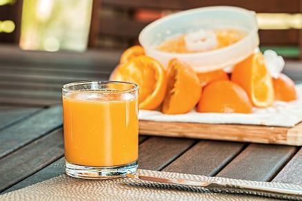 Ο χυμός πορτοκαλιού είναι πλούσιος σε βιταμίνη C.